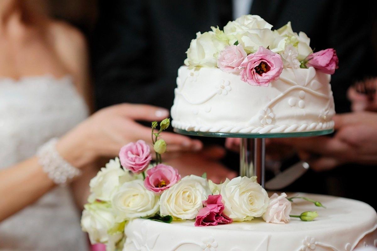 Torta Nuziale E Torta Di Matrimonio